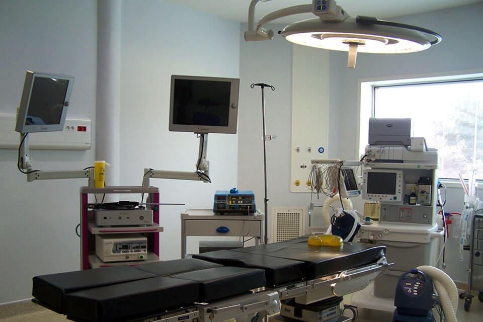 6 salles d'opération à la Polyclinique de Dinan